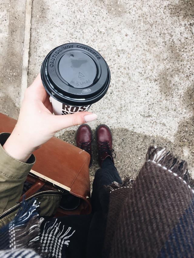 Kaffee am morgen vertreibt kummer und sorgen ☕️🍁🍂🌰🚬 #sundaymorning #kaffee #love #kalt #herbst #photography #morning #coffeetime