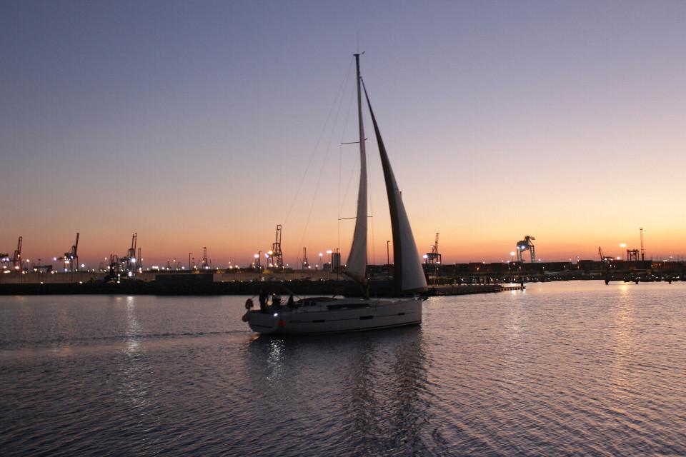 #port#boat#sail#sailboat#sunset#silhouette#beautifull#hashtag