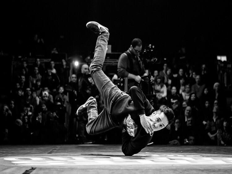 """Extraites du projet de book édité en série limitée à 100 exemplaires :  """"The Art of Bboying"""".  #theartofbboying #doumam #dancer #hiphop #book #Doumam #doumamphotography #bboying #breakdance #dancphotography #cerclerouge #breakdance  #photographe #danse #noiretblanc #blackandwhite"""