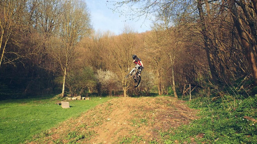 Mein Freund ist auch am Wippen #dh #freeride #downhill #spring #summer #photography #people #nature #emotions #colorful