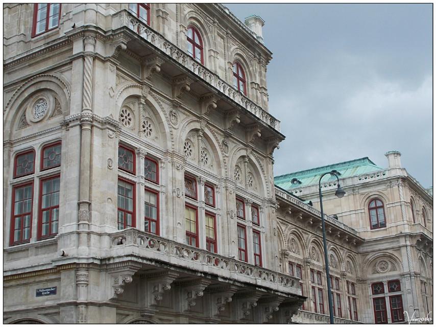 #streetcorner #corner #philarmonikerstrasse #photography #spring #travel #vienna #wien #austria #citytrip #citytripday1 #vvm #vvmphotography #architecture #buildings #citycenter
